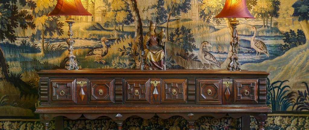 An Outstanding Charles II Oak Dresser Base (38392)