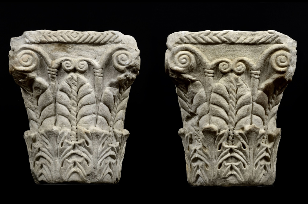 A Pair of pseudo Corinthian Capitals with acanthus foliage and palmettes (33454)