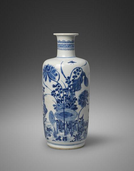 A Chinese Blue and White Porcelain Rouleau Vase, Qing Dynasty, Kangxi Period