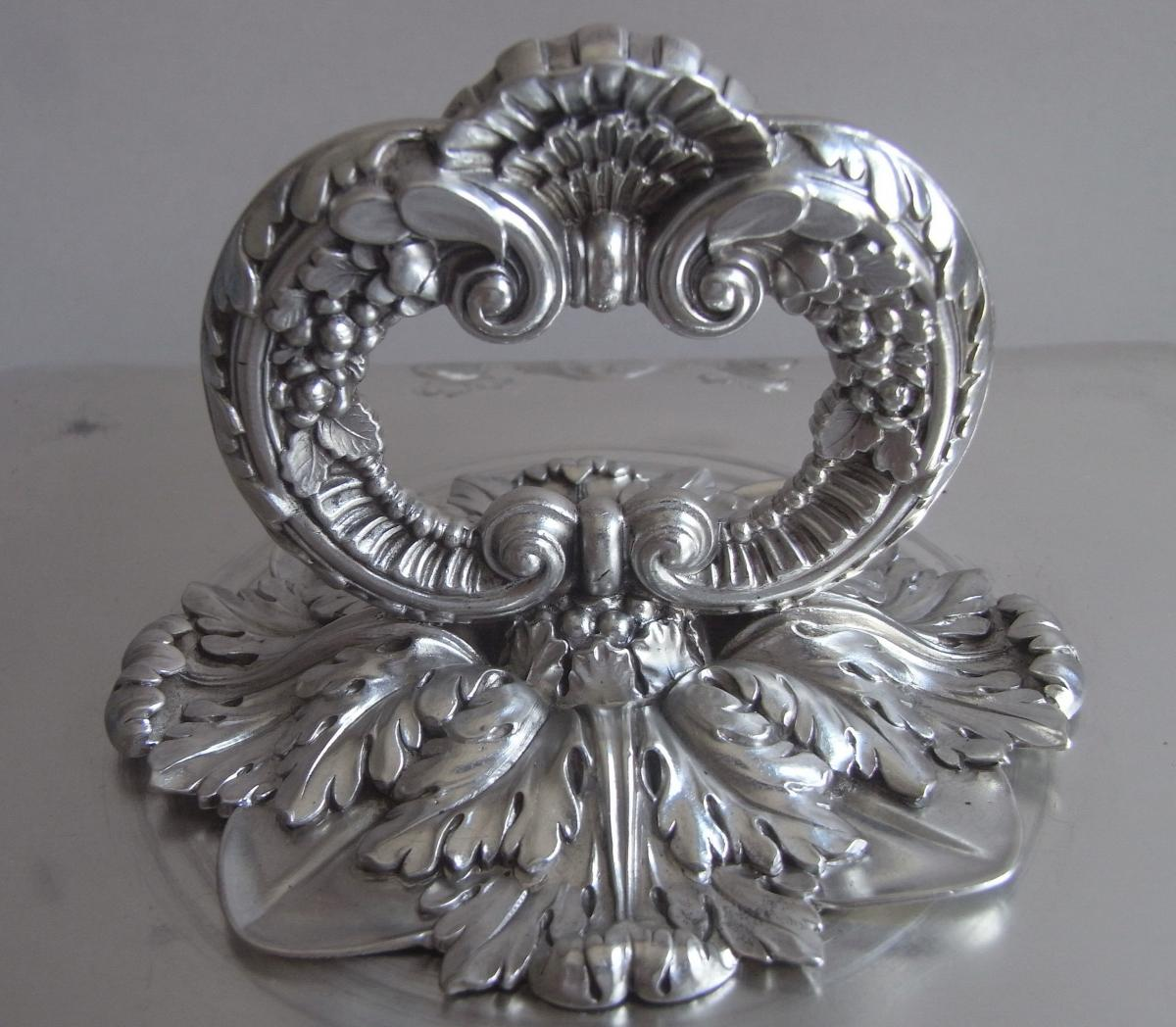 An exceptionally fine George III Entree Dish made in London in 1818 by Benjamin Smith