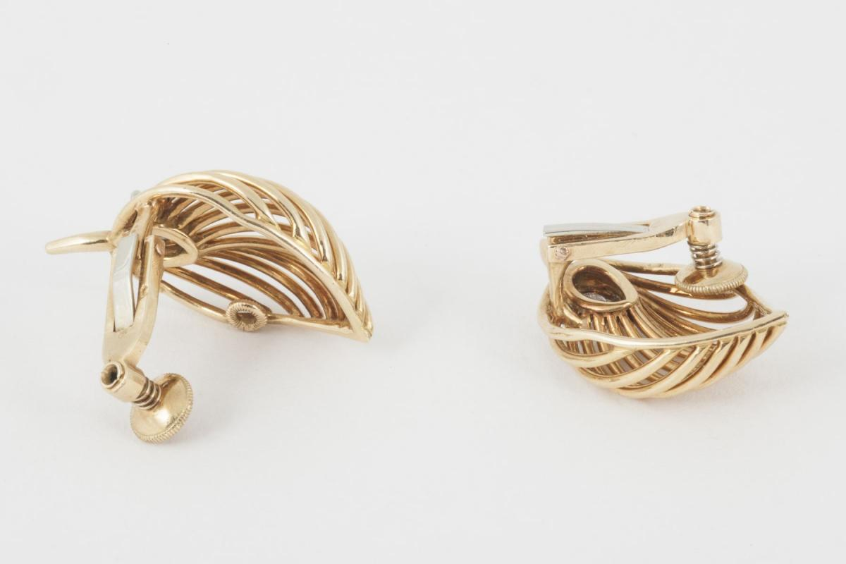 1950's Vintage Clip Earrings 18 Karat Gold of Leaf Design with Single Diamond, French