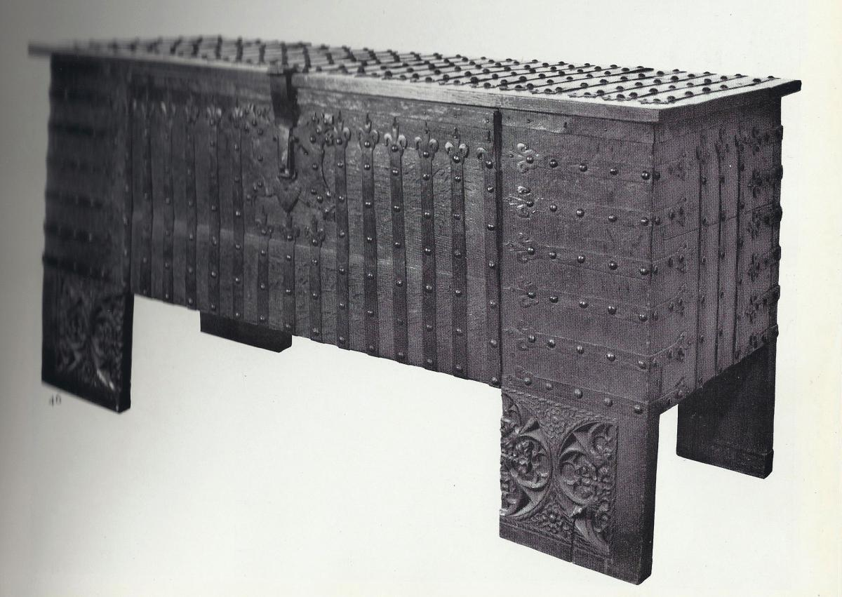 Chest or Stollentruhe, early-16th century, German Gothic, oak chest, original ironwork, Westphalian