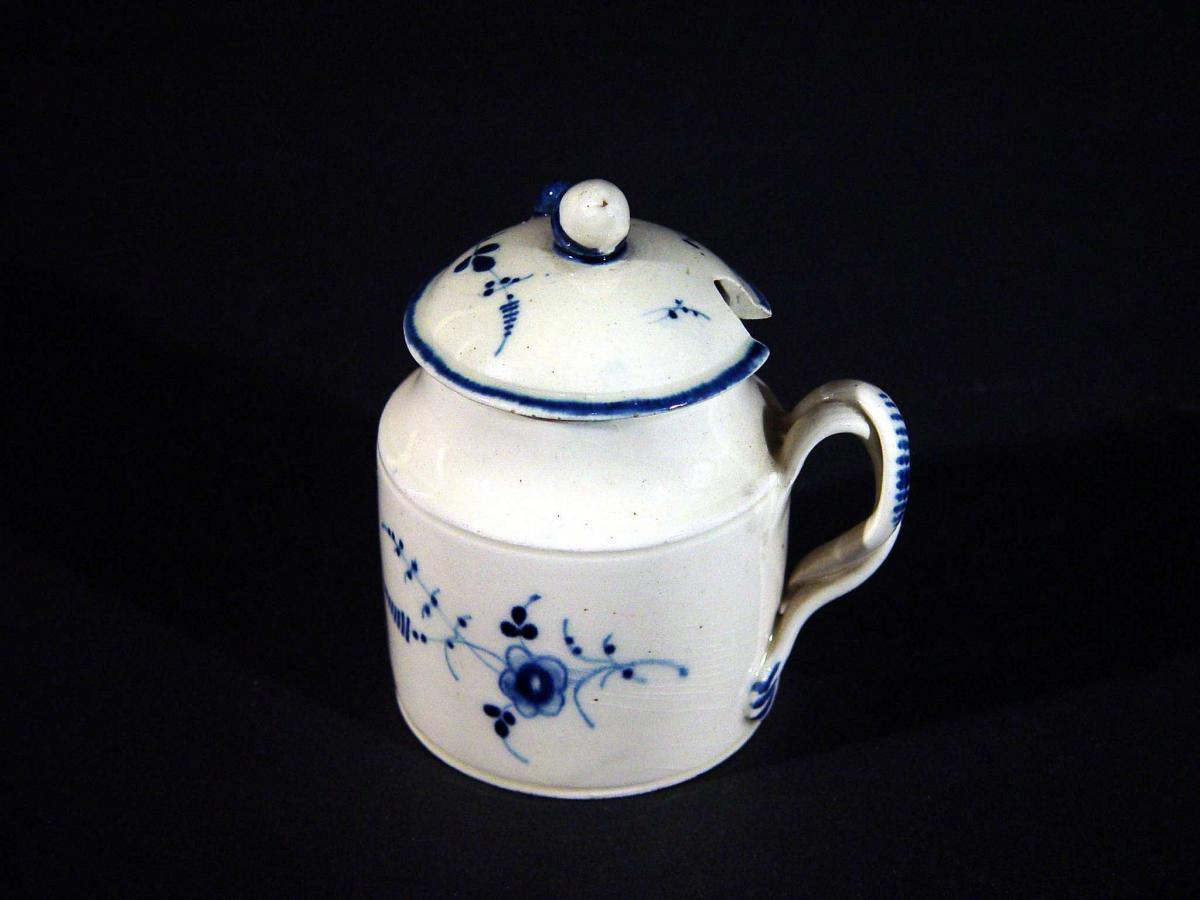 French Pottery Pearlware Covered Wet Mustard Pot, Villeroy & Bosh, Luxembourg, Circa 1790-1810