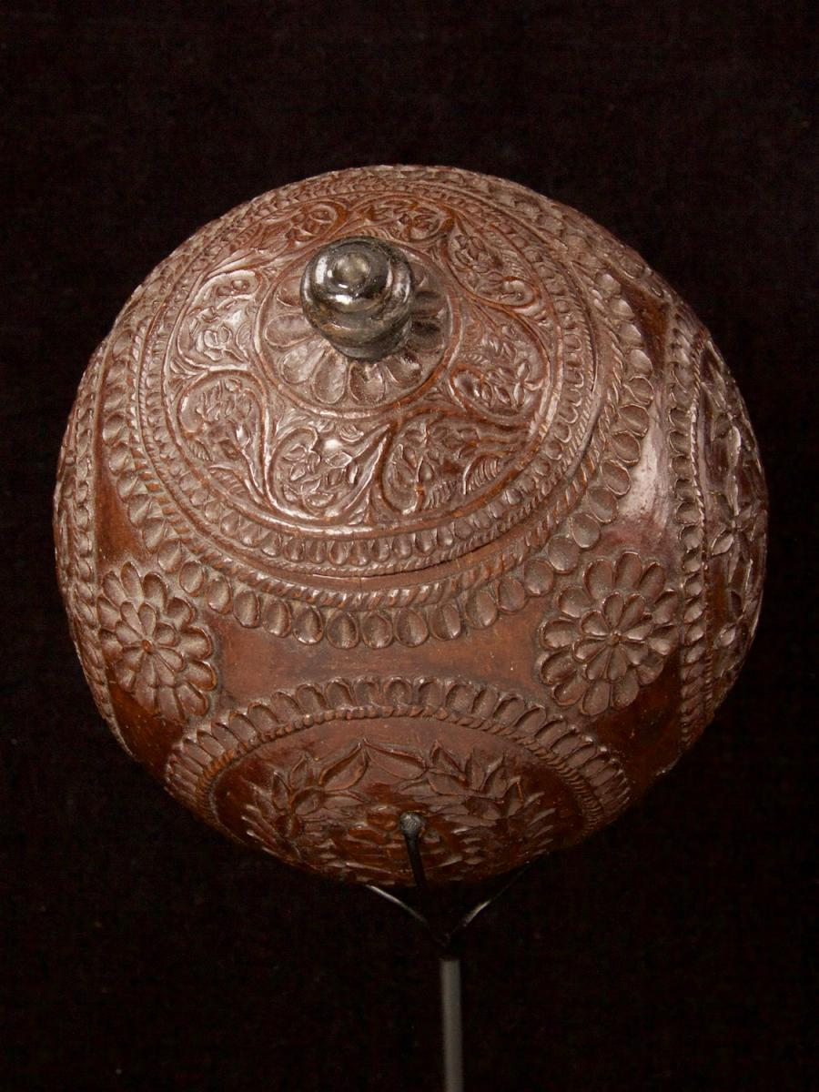 Carved and decorated coconut_g