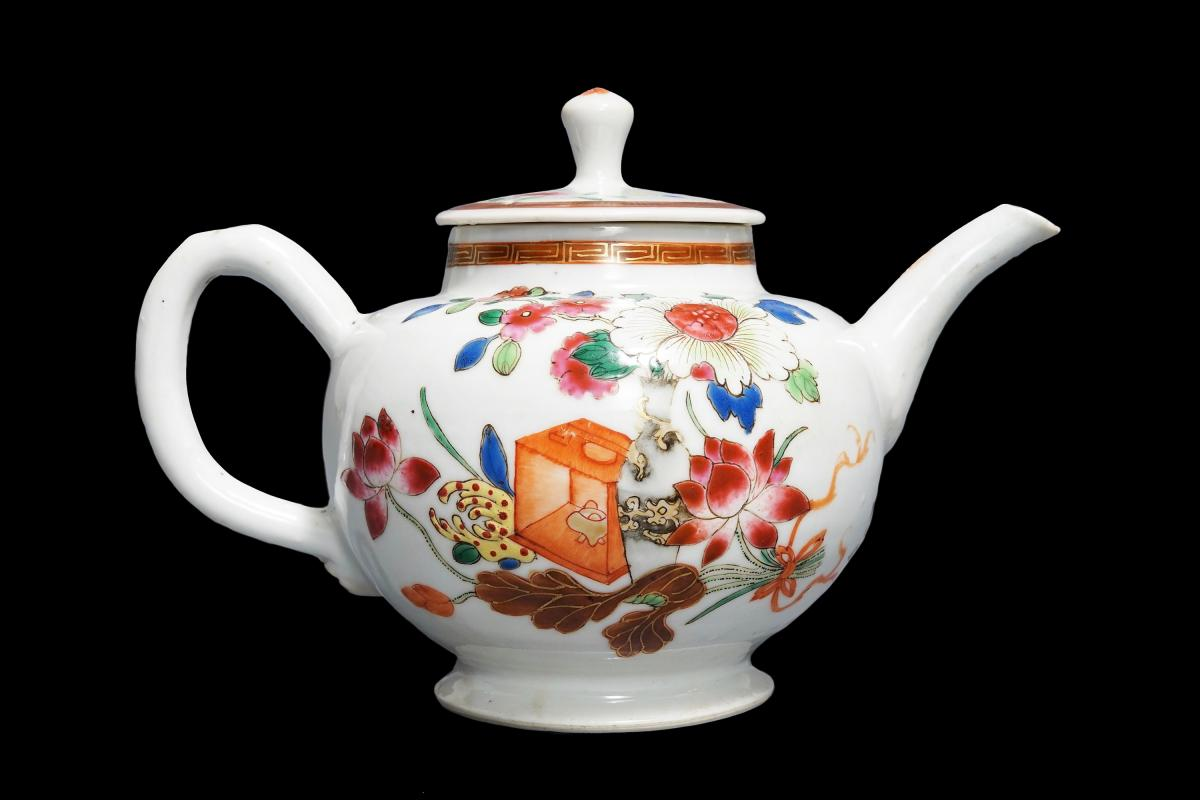 Chinese export porcelain famille rose teapot and cover