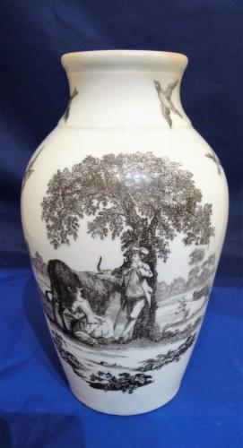 An 18th Century Worcester porcelain vase