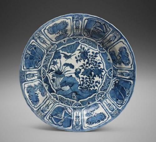 A Large Chinese 'Kraak Porselein' Charger, Ming Dynasty, Wanli Period