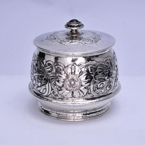 Ramsden and Carr silver powder box with stone or enamel inset