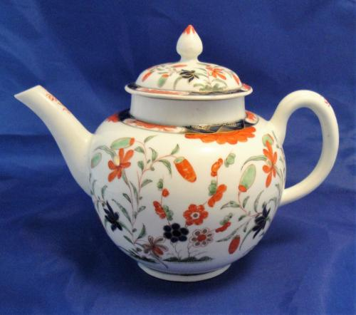 A Worcester porcelain tea pot