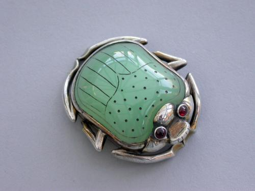William IV Silver Gilt & Chrysoprase Scarab Beetle Vinaigrette. Marked: 'I G' to the lid and grille c1835 - 1840.