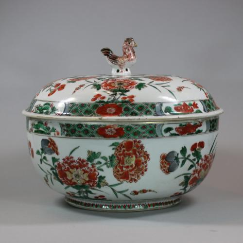 Chinese famille verte cockerel circular tureen and cover, Kangxi (1662-1722)