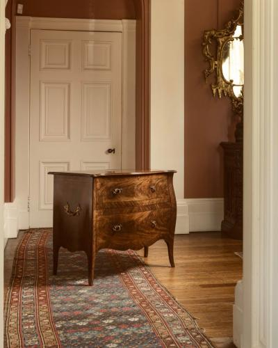 Georgian Hepplewhite Period Serpentine Mahogany Commode/Chest