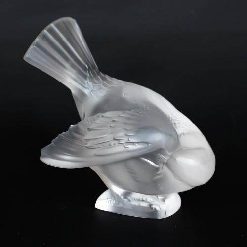 Moineau Coquet, an Art Deco glass bird paperweight. A frosted glass figure of a sparrow pecking for food. Model number 1166. Lit