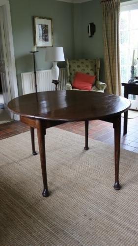 An early-19th century, mahogany 6-seater or centre gateleg table