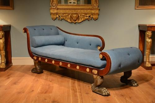 An early 19th Century English mahogany daybed/chaise longue
