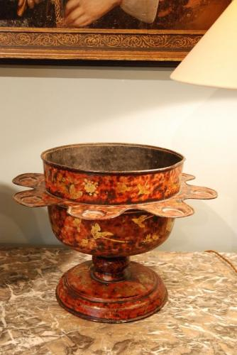 A rare tole faux red tortoiseshell wassail bowl decorated with gilt 'Stalker and Parker' scenes.   Circa 1690.