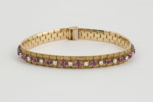 Bracelet in 18 Carat Gold with Burma Rubies & Diamonds, English circa 1965