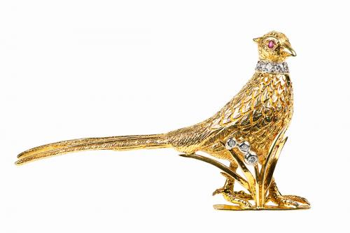 Standing Pheasant Brooch in 18 Carat Gold with Ruby and Diamonds, English circa 1965