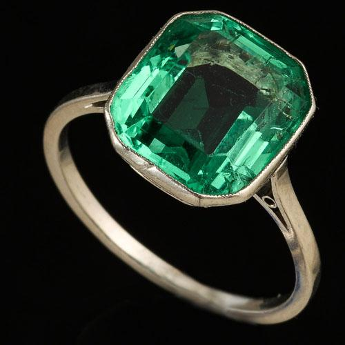 Platinum Art Deco Colombian Emerald Ring