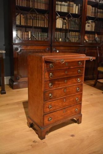 A small George III mahogany chest of drawers Circa 1780