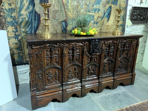 A TRULY OUTSTANDING LATE 15TH/EARLY 16TH CENTURY CARVED OAK CHEST. CIRCA 1480-1520.