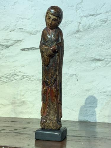AN EXTREMELY RARE AND BEAUTIFUL ROMANESQUE SCULPTURE OF THE VIRGIN MARY. NORTHERN SPAIN. CIRCA 1220.