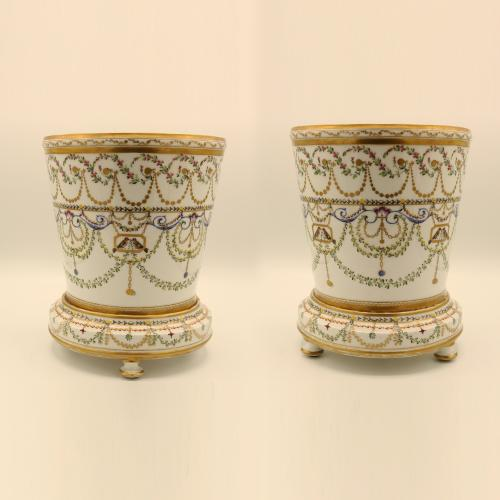 Pair of mid 19th Century Paris porcelain Cache-pots