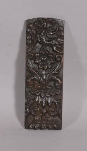 S/3915 Antique Mid 17th Century Carved Oak Fragment Headed by a Winged Griffin